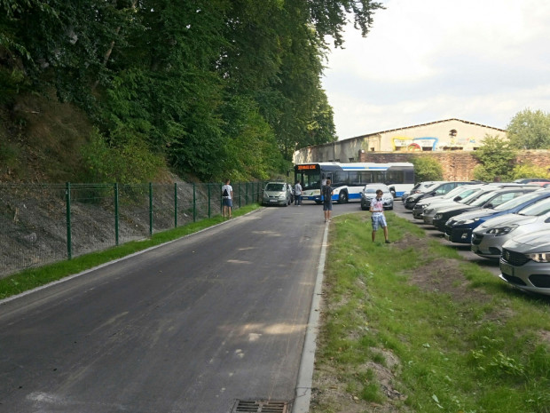 Podobne sytuacje jak w czasie zeszłego weekendu, kiedy autobus nie mógł przejechać przez parkujące samochody mają się już więcej nie powtarzać.