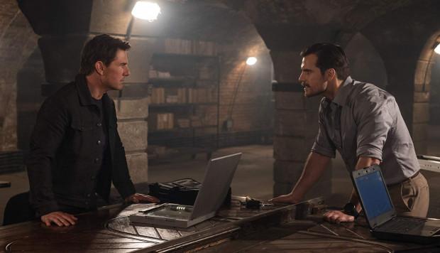 """Początkowo """"Fallout"""" przypomina wyrafinowane, klimatyczne kino szpiegowskie, ale twórcy doskonale wiedzą, w którym momencie docisnąć pedał gazu i dostarczyć widzowi to, czego ten oczekuje: rozbuchanej do granic możliwości akcji."""