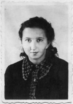 """W ramach rozprawiania się ze """"zdrajcami"""", w 1946 roku, w więzieniu na Kurkowej zamordowano osiemnastoletnią  sanitariuszkę 5 Brygady Wileńskiej AK Danutę Siedzikównę, ps. """"Inka""""."""