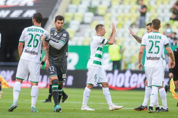 Dusan Kuciak (nr 12) dobrze zaczął sezon w bramce Lechii. Słowak podkreśla jednak, że biało-zieloni mogli ugrać więcej w pierwszych czterech spotkaniach i nie należy zadowalać się serią bez porażki.