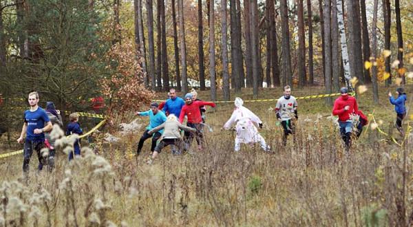 Podczas biegu Run or Death trzeba uważać na różne przeszkody.