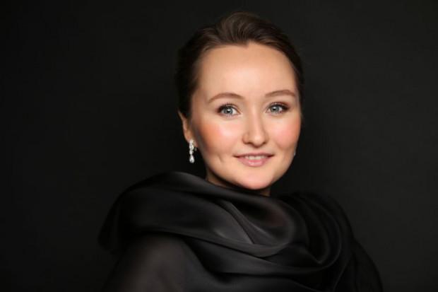 """Gwiazdą koncertu finałowego będzie Julia Leżniewa, jedna z najważniejszych artystek swojego pokolenia, okrzyknięta przez Le Figaro """"nową Callas""""."""