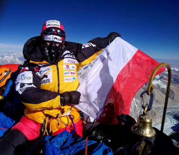 W maju tego roku wspięła się na ostatni szczyt (Mount Everest), którego brakowało jej do osiągnięcia celu. Postanowienie krystalizowało się latami, wyprawa po wyprawie, krok po kroku, a konsekwencja popychała ją w górę. Na zdjęciu: szczyt Mount Everest.