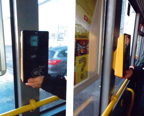 W 15 autobusach pojawią się w sumie 23 urządzenia. System ruszy na początku września.