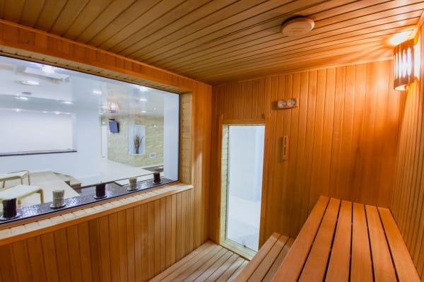 Sauna to najczęściej jedno z podstawowych pomieszczeń, które znajdziemy na basenie czy siłowni.