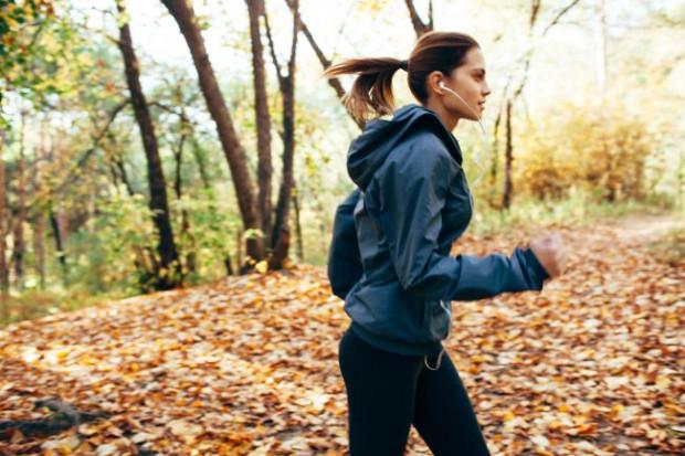Regularna aktywność fizyczna jest niezwykle ważna. Zwłaszcza jesienią powinniśmy zadbać o wysiłek fizyczny, który nie tylko pozwoli utrzymać wypracowaną figurę, ale przyczyni się do lepszego samopoczucia.