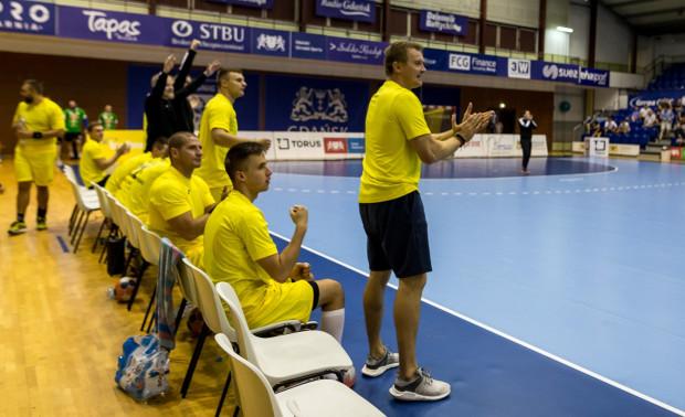 Dawid Nilsson (pierwszy z prawej) wierzy, że w debiutanckim sezonie w PGNiG Superlidze Arka będzie lepsza niż Spójnia jako beniaminek w tych rozgrywkach.