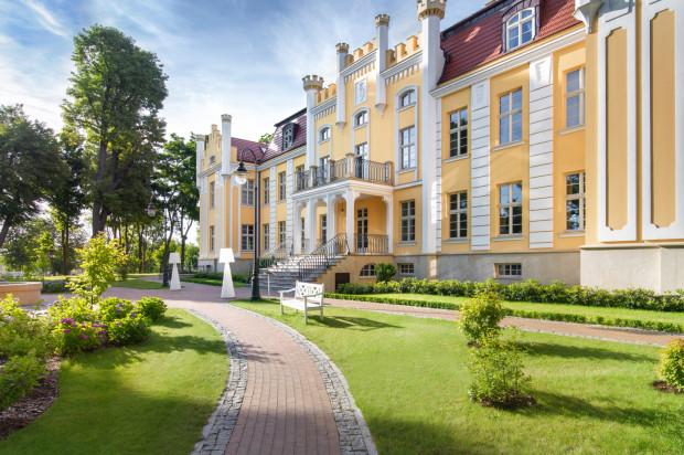 Quadrille Hotel to kompleks pałacowo-parkowy znajdujący się w Gdyni Orłowie. Znajduje się tu klimatyczny hotel, restauracja Biały Królik i spa.
