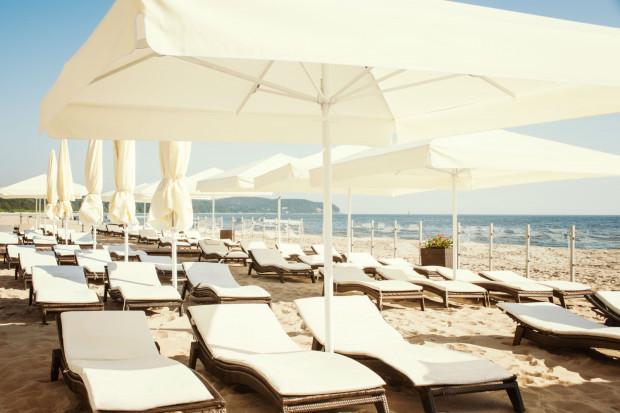 Strefa wypoczynku hotelu Sofitel na plaży