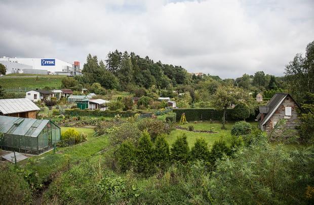 Ogrody działkowe w Matarni nie będą zamienione na nowy cmentarz. Będzie tutaj jednak mogła w przyszłości powstać zabudowa usługowa, w tym kolejne centra handlowe.