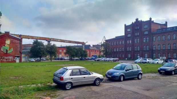 Plac przed budynkiem dawnej dyrekcji Stoczni Gdańskiej jest w tej chwili zaniedbany. Zostanie uporządkowany jako pierwszy obszar dawnej Stoczni Cesarskiej.