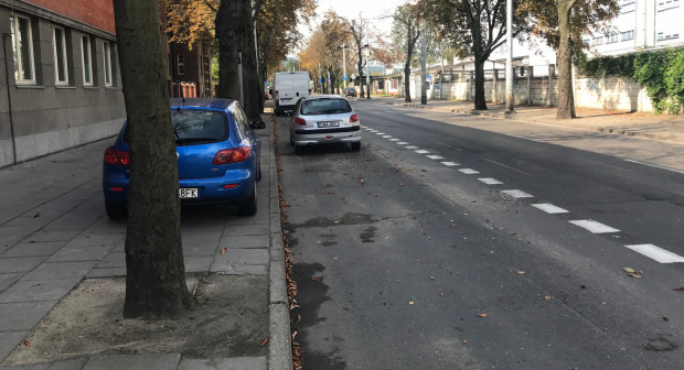 Od sierpnia lewy pas Jana z Kolna jest pasem postojowym. Mimo tego niektórzy - chcąc uniknąć opłat - nadal parkują na chodniku.