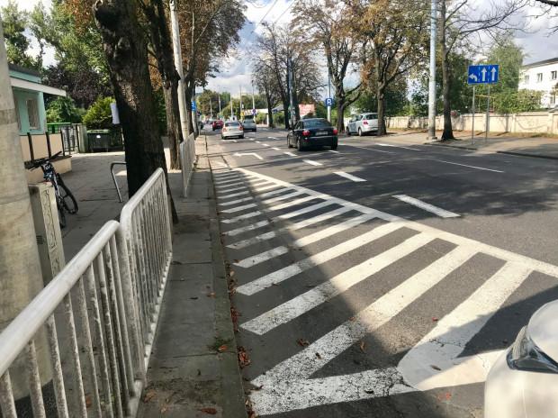 Wjechać na pas do skrętu w lewo można dopiero za przedszkolem przy ul. Jana z Kolna.