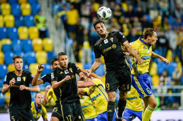 """Arka Gdynia w tym sezonie wykonała 32 rzuty rożne, ale po żadnym z nich nie strzeliła gola. Może to zmienić """"ciuchcia"""", która nieco przypomina """"szarańcze""""."""