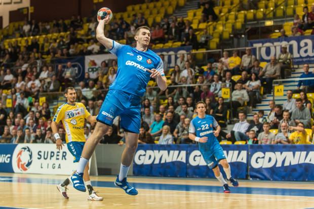 Robert Kamyszek (z piłką) i jego koledzy z Arki rzucili Vive 31 bramek. To jednak nie wystarczyło choćby do postraszenia mistrzów Polski.