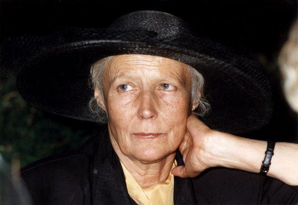 Agnieszka Osiecka w teatrze Atelier w Sopocie, który dziś nosi jej imię. Zdjęcie z 1995 r.