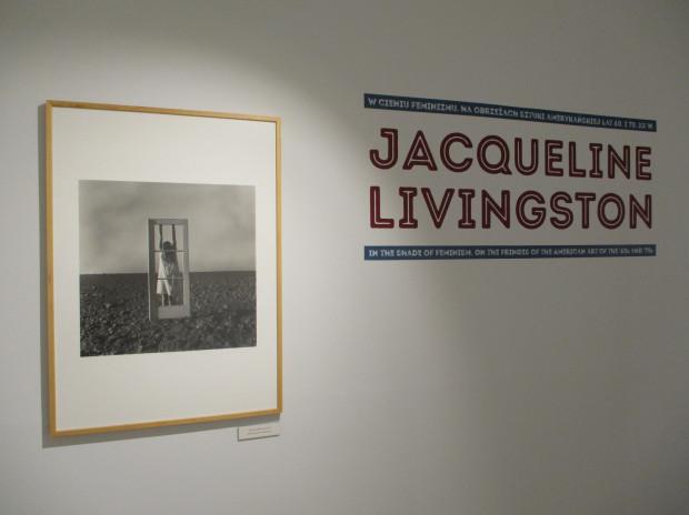 """""""Jacqueline Livingston. W cieniu feminizmu. Na obrzeżach sztuki amerykańskiej lat 60. i 70. XX w."""" Gdańska Galeria Fotografii."""