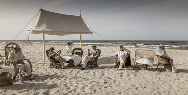 Zdjęcia do Kamerdynera kręcono m.in. w Gdańsku, Helu, Pucku, Wejherowie czy na plaży w Dębkach. Ekipa filmowa przede wszystkim pracowała jednak na Warmii, szczególnie w Łężanach, gdzie tamtejszy pałac odgrywał rolę posiadłości von Kraussów.
