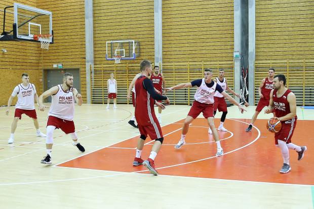Koszykarze reprezentacji Polski przygotowywali się do meczu z Włochami i Chorwacją w hali treningowej Ergo Areny.