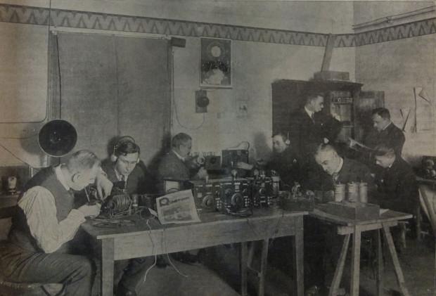 Warsztaty z budowy radioodbiorników prowadzone przez Gdańskie Towarzystwo Przyjaciół Radia, 1927 r.
