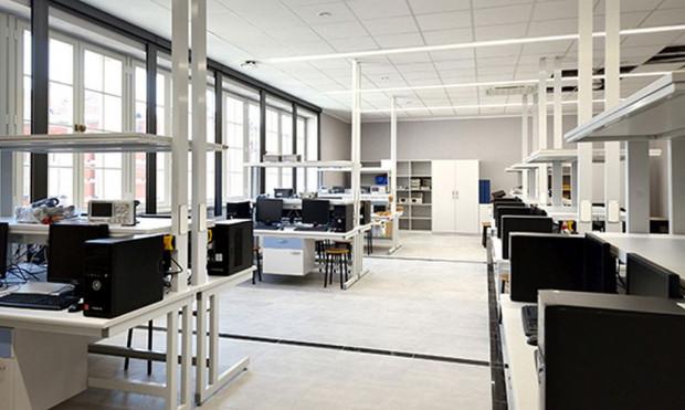 W sali 115 powstało nowoczesne laboratorium. Trwa jego doposażanie.