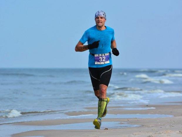 Duathlon na Wydmach to: 3,8 km biegu, 24 km MTB i ponownie bieg na  6,8 km, a wszystko w jesiennych barwach nadmorskich terenów Łeby