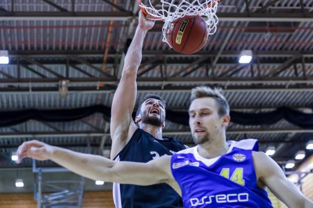 Milan Milovanović zdobył dla Trefla 20 punktów. Znacznie mniej skuteczny był typowany na jednego z liderów Arki Deividas Dulkys - 6 punktów.