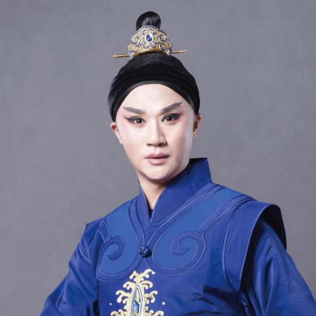 """Monodram """"Ja, Hamlet"""" (12-14.10) wykona gwiazdor opery pekińskiej Zeng Jun, który połączy w swoim spektaklu tradycję opery pekińskiej ze zrozumiałą dla wszystkich sztuką Szekspira."""