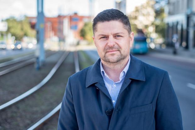 Jacek Hołubowski walczy o urząd prezydenta Gdańska z komitetu Gdańsk Tworzą Mieszkańcy.