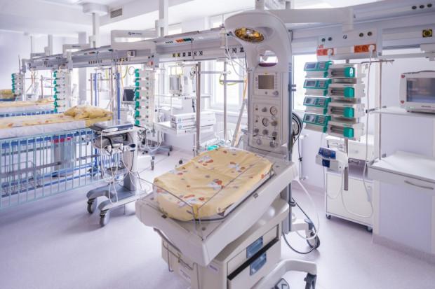 Oddział Kardiochirurgii Dziecięcej w Szpitalu im. św. Wojciecha na Zaspie wyposażony został w dużej mierze dzięki środkom zebranym przez Wielką Orkiestrę Świątecznej Pomocy, której imię nosi do tej pory.