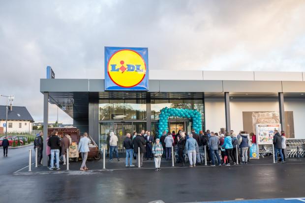 Otwarcie pierwszego Lidla w Baninie odbyło się w czwartek 27 września. Tego dnia czekało na klientów wiele atrakcji, m.in.: pokazy kulinarne, niespodzianki dla dzieci oraz oferta bogata w produkty w specjalnych, promocyjnych cenach.