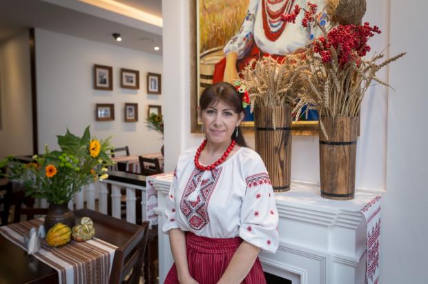 W restauracji Ukraineczka jest nowocześnie, ale nie brakuje akcentów kresowego folkloru.
