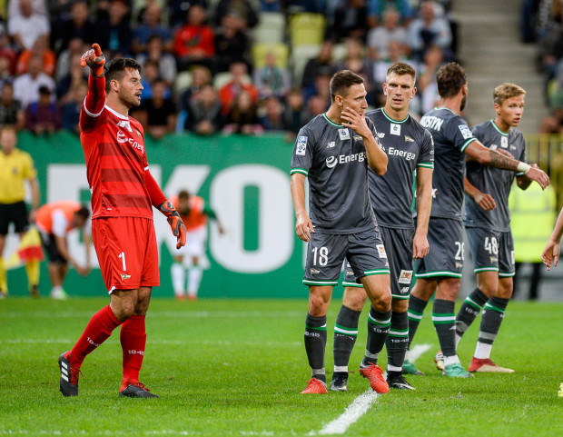 Piłkarze Lechii Gdańsk nie mogą uwierzyć, że przegrali mecz w Płocku.