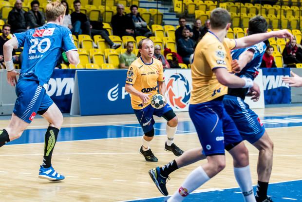 Paweł Ćwikliński (z piłką) i spółka ostatni mecz wygrali jeszcze jako Spójnia.