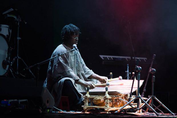 SK Kakraba zaprezentował zaskakującą odmianę tradycyjnej afrykańskiej muzyki.