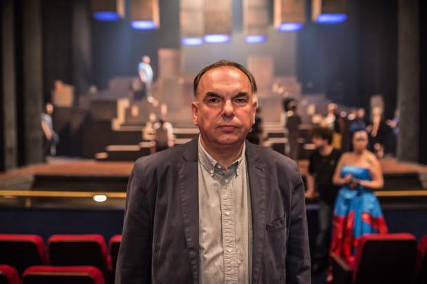 """Krzysztof Babicki wyreżyseruje w nadchodzącym sezonie dwa spektakle - """"Przygody Remusa"""" na Dużej Scenie oraz """"Znaczy kapitan"""" na fregacie """"Dar Pomorza""""."""