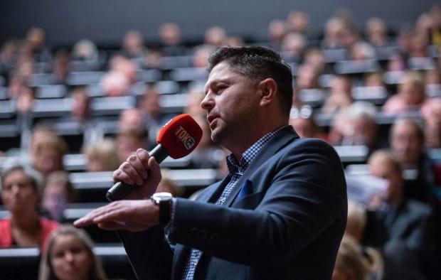Na debatę nie zaproszono Jacka Hołubowskiego, kandydata na prezydenta z komitetu Gdańsk Tworzą Mieszkańcy, który zadał pytanie z widowni.