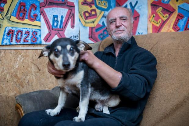 Pies Amadeo to wierny przyjaciel malarza.