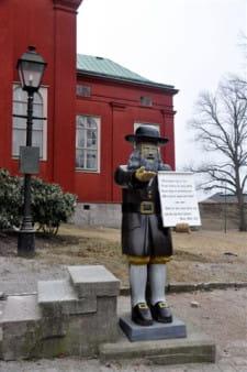 Figura Rosenboma jest w Karlskronie równie rozpoznawalnym symbolem, jak łoś na terenie całej Szwecji.