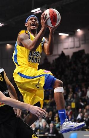 Oby koszykarze Prokomu latali w środę jak najwyżej pod koszem...