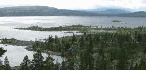 Piękne widoki rozciągają się ze zboczy górujących nad jeziorami Szwecji.