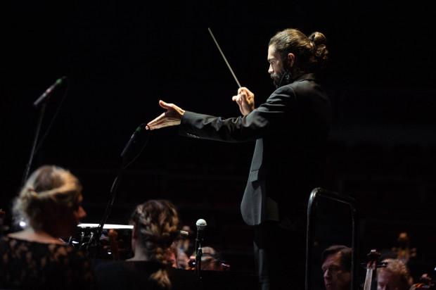 Praską Orkiestrę Symfoniczną znakomicie poprowadził Christophe Eliot.