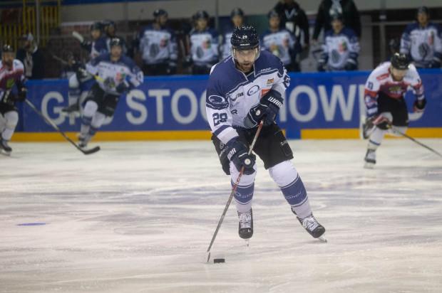 Gdańszczanie zagrali dobry mecz z liderem Polskiej Hokej Ligi, ale bramka Mateusza Danieluka (na zdjęciu) nie wystarczyła choćby do dogrywki.