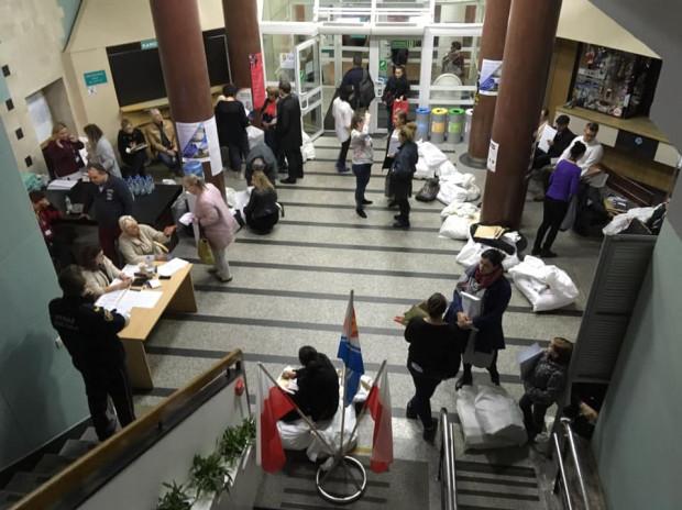 Tak wyglądał Urząd Miejski w Gdyni o godz. 6 nad ranem.