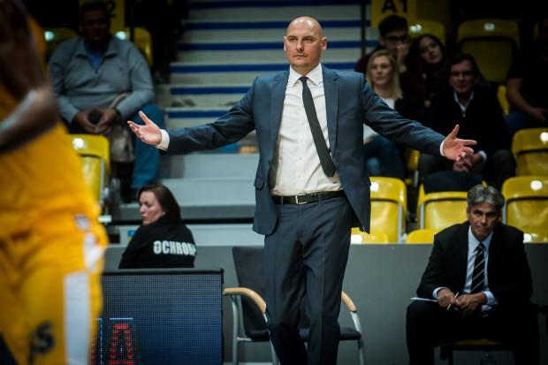 Przemysław Frasunkiewicz nie rozumie, skąd bierze się niska skuteczność rzutowa jego koszykarzy.