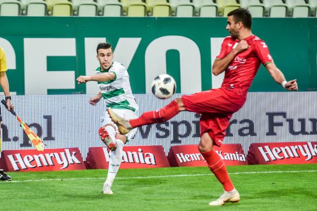Konrad Michalak (z lewej) jest zadowolony z przejścia z Legii Warszawa do Lechii Gdańsk. Skrzydłowy wreszcie może liczyć na regularną grę w ekstraklasie.