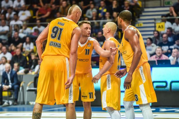 Koszykarze Arki Gdynia mają wiele do przedyskutowania w sprawie czwartych kwart w Eurocup.