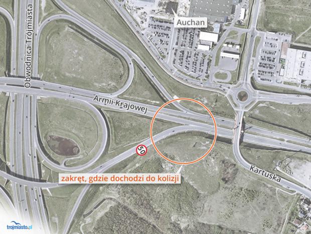 Przed zakrętem stoi znak ograniczający prędkość do 50 km/h. Niestety specyfika węzła i całej Trasy WZ powoduje, że wielu kierowców jedzie tamtędy zdecydowanie szybciej.