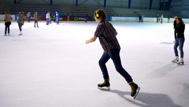 W małej hali w Olivii już możemy jeździć na łyżwach.