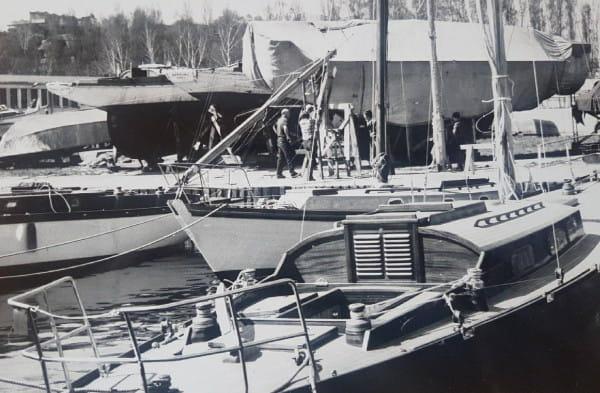 Na zdjęciu SY Tauri i SY Orion (na pierwszym planie ) w marinie 1981 rok. Obie jednostki pływają do dzisiaj po zatoce.